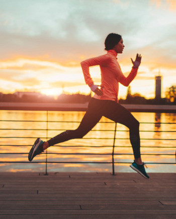 En casa, de camino al trabajo o en la oficina, incorpora hábitos que promuevan el cuidado de la salud en tu vida diaria y así mitigar el envejecimiento.
