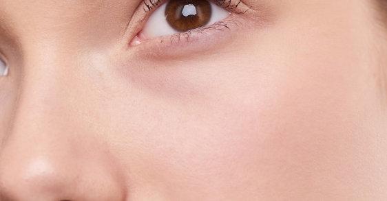 Combate hasta las arrugas más profundas de rostro y ojos