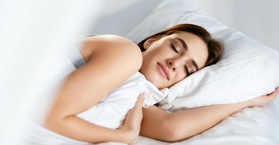 Los beneficios para la piel de dormir correctamente