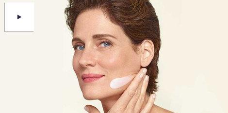 ¿Cómo envejece nuestra piel durante la menopausia? Cuidados y soluciones propuestos por nuestra farmacéutica