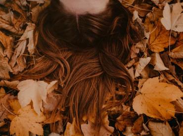 Vitamina D: ¿Existe una relación entre los cambios estacionales y la caída del cabello?