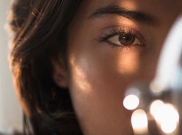 ¿Cómo iluminar el contorno de ojos?